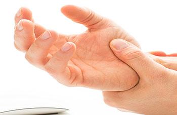 Dolor en la articulación del dedo gordo de la mano